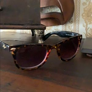 Sunglasses 7 for all mankind
